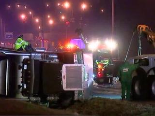 Semi crash blocks lanes of I-71/75 in Florence