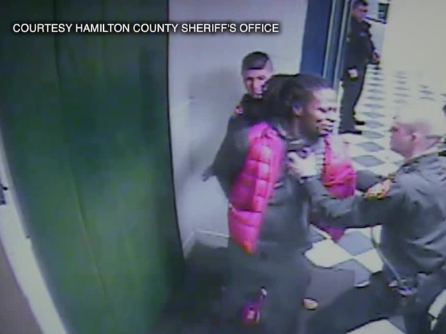 Wcpo_adam_jones_security_footage_1490235818064_57244925_ver1.0_640_480
