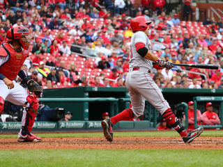 Votto, Duvall lead Reds over Cardinals 5-4