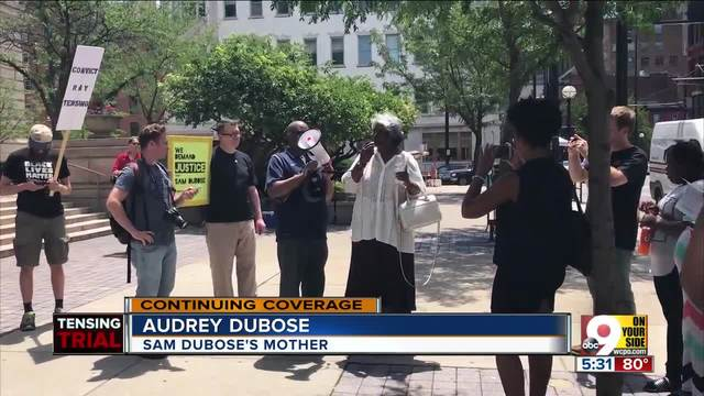 Sam DuBose-s mother hugs- speaks to demonstrators