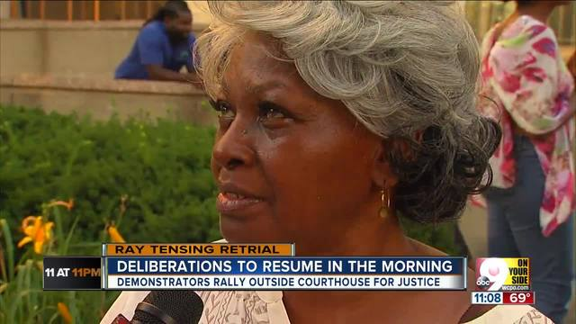 Mother of police shooting victim demonstrates outside courthouse