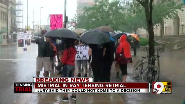 About 100 people protest outside courthouse after mistrial in Ray…