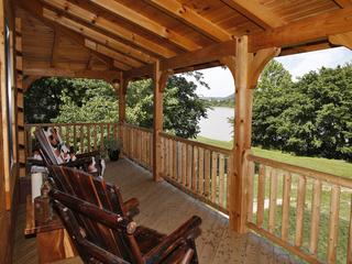 Home Tour: A unique take on a Kentucky log cabin