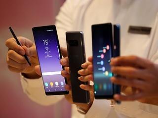 Samsung may make world's 1st folding smartphone