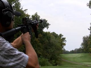 Golfers swap clubs for gun to help Green Berets
