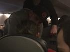 'Hero' helps woman seizing on United flight