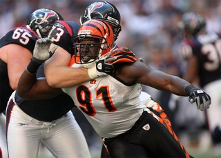 Bengals release Robert Geathers after 11 years