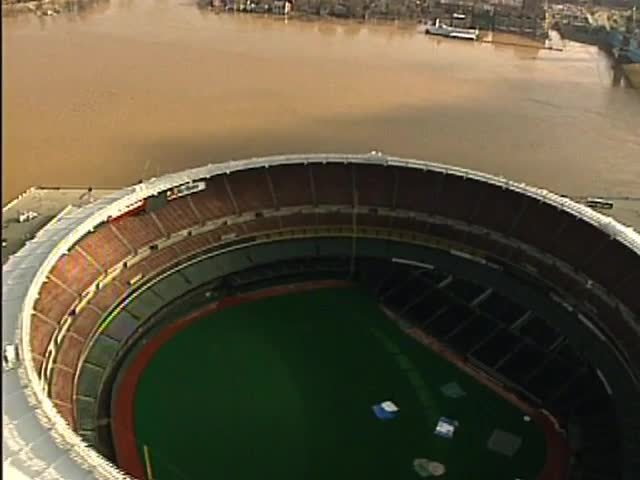 Flood of 1997- How did stadium stay dry-