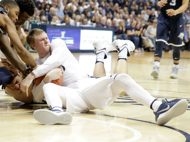 Big East Basketball: Villanova Wildcats at Xavier Musketeers
