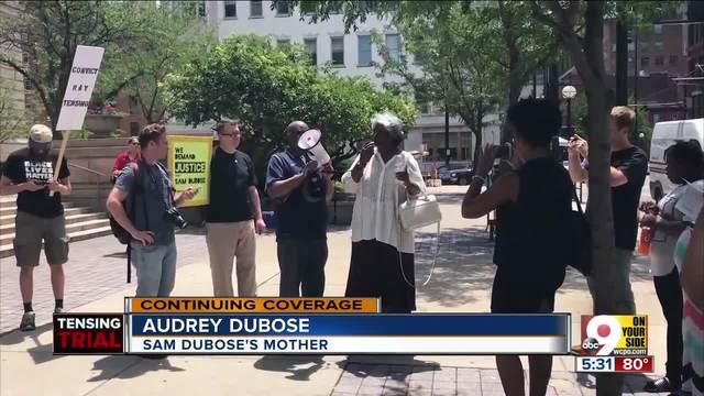 Sam DuBose-s mother hugs- speaks to demonstrators