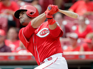 Reds sign Eugenio Suarez to 7-year contract
