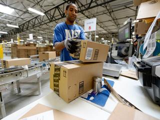 Amazon profit falls, pressure rises on retailers