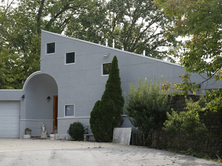 Home Tour: Casa Musica sings from the hills