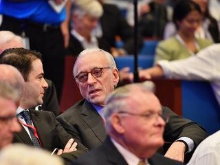 Peltz demands halt to P&G's review of proxy vote