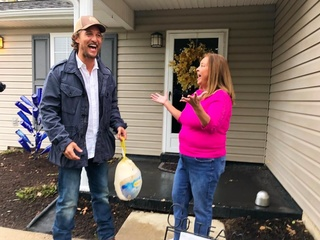 Matthew McConaughey gives out turkeys in Ky.