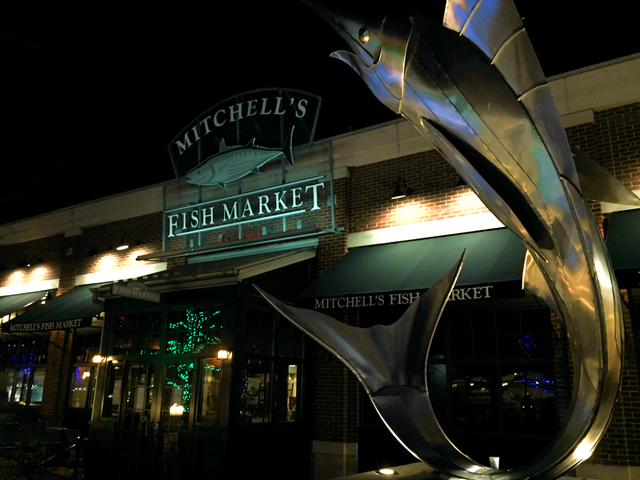 Mitchell 39 s fish market shut down during dinner rush after for Fish market cincinnati