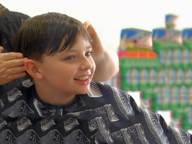 Stylist helps boy with autism conquer his fear