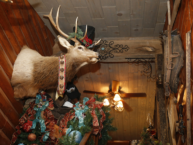 home tour fort mitchell condo transformed into a log cabin christmas lodge gallery - Christmas Lodge