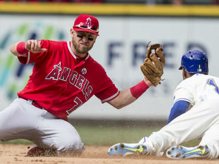 Reds sign ex-Angel in the infield for depth