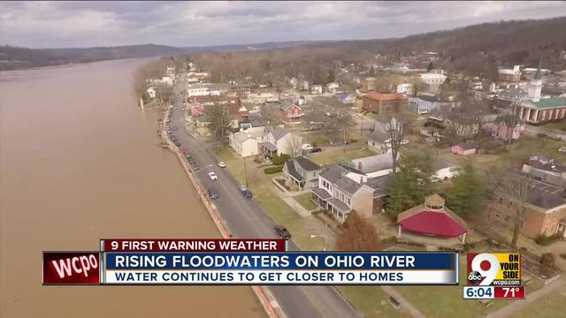 Rising floodwaters on Ohio River inch closer and closer to homes