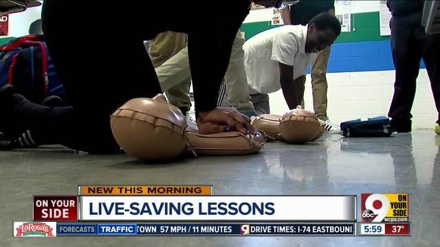 Ohio high school students learning CPR