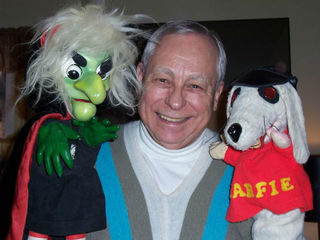 Larry Smith puppets thrilled kids on WCPO
