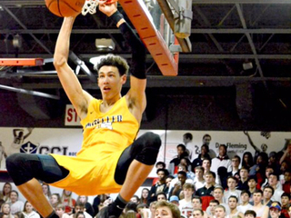 Moeller's 6-foot-10 Hayes is sultan of swat