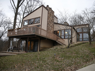 Home Tour: A wooded Bellevue, Ky., lot with view