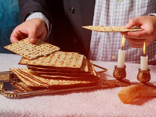 Here's how synagogues put own touch on Passover