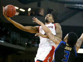 UC's Jacobs Evans plans to enter NBA draft