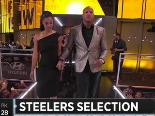 Injured Steelers LB Shazier makes surprise pick