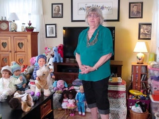 'Grandma Cozy' cleans old toys for kids in need