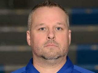 St. Xavier hoops coach steps down