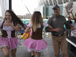 Chicken Dance at Oktoberfest Zinzinnati 2018