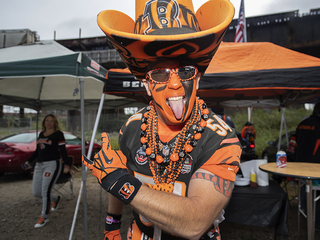 PHOTOS: Tailgaters gear up to meet Steelers