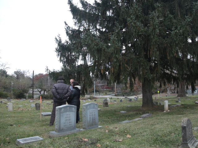 Cleanup helps man find parents' unmarked graves