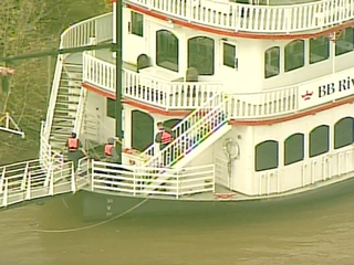River Queen briefly adrift with no power